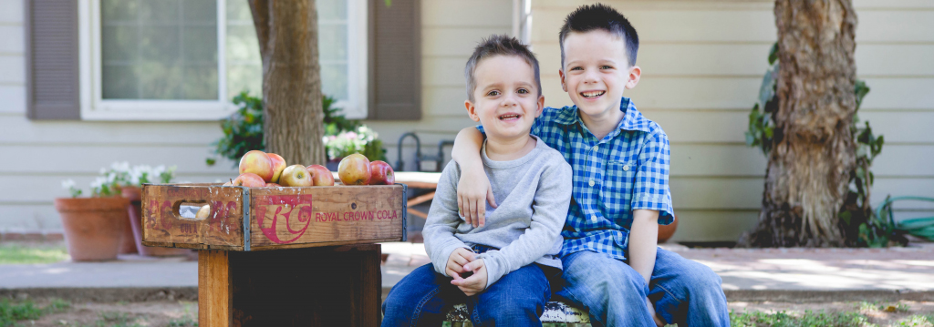 image of two boys - lisa d. photography - phoenix photographer - children photography - phoenix lifestyle photographer